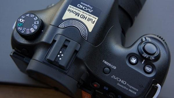 Συνεχής αυτόματη εστίαση και μέχρι 12 καρέ το δευτερόλεπτο με τη Sony SLT-A57