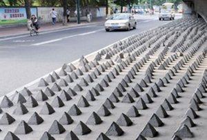 Έτσι εμποδίζουν τους άστεγους να κοιμούνται κάτω από τις γέφυρες οι Κινέζοι [εικόνες]