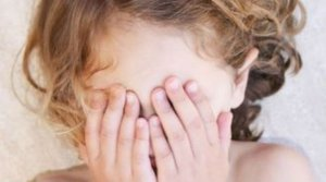 Στο σκαμνί ο πατέρας που βίαζε την 12χρονη κόρη του