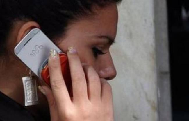 Κολλημένοι με το... κινητό οι Έλληνες