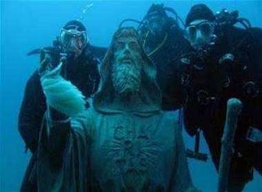 Μυστηριώδης εξαφάνιση υποβρύχιου αγάλματος στην Ιταλία