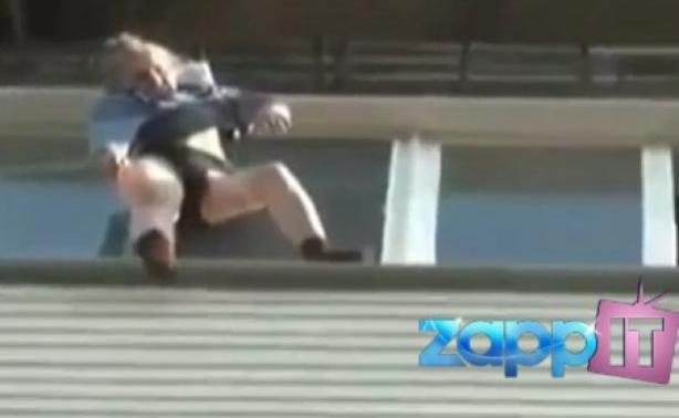 Γιαγιά έπεσε από τον 8ο όροφο και τη γλίτωσε το φόρεμά της!video