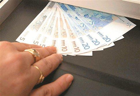 Υπό εξέταση περαιτέρω μείωση του πλαφόν στις συντάξεις στα 2.200 ευρώ