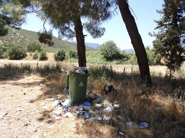 Καθαρισμός εστιών  με σκουπίδια