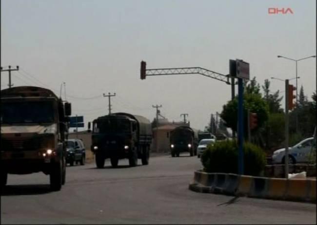 Τουρκική φάλαγγα στα σύνορα με τη Συρία