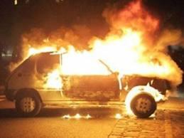 Έκαψαν αυτοκίνητο και μετά δήλωσαν την κλοπή του