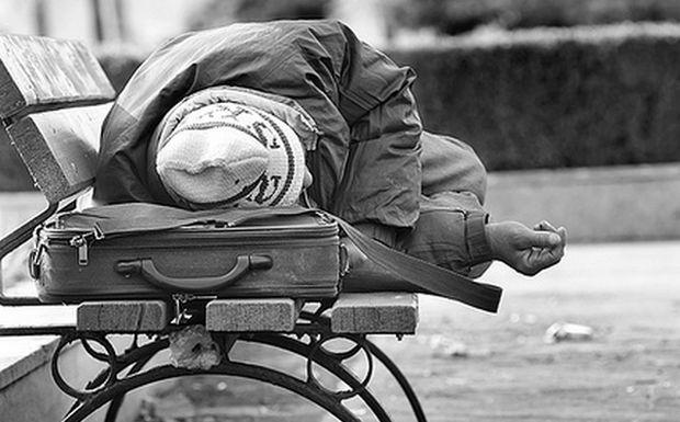 Μυστήριο στη Θεσσαλονίκη με νεκρό άνδρα που βρέθηκε σε παγκάκι