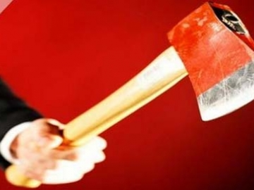 Σοκ στην Καλαμάτα: Επιτέθηκε σε γυναίκα με τσεκούρι