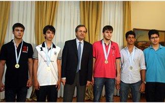 Συγχαρητήρια Σαμαρά στους αριστεύσαντες στη Μαθητική Ολυμπιάδα