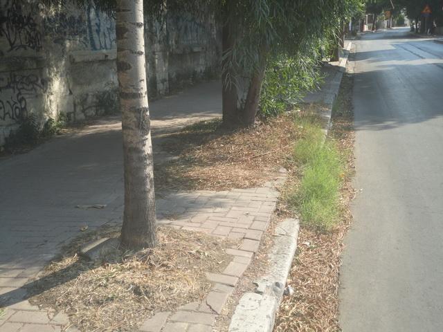 Βρώμικα πεζοδρόμια