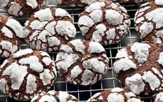 Μπισκότα σοκολάτας με άχνη ζάχαρη