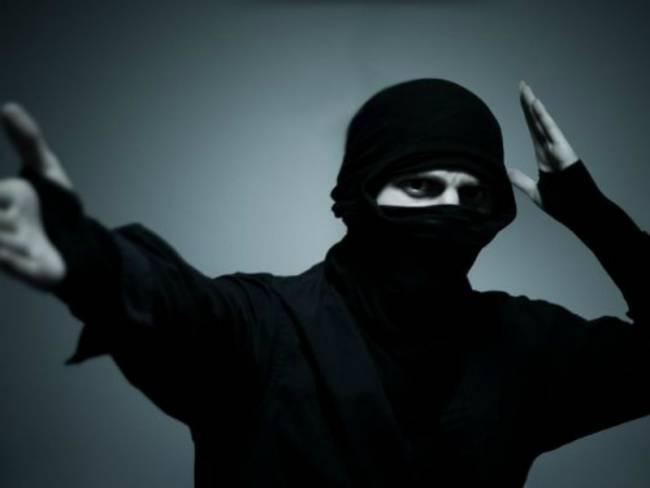 Σέρρες: «Νίντζα» βγήκε στο δρόμο με τσεκούρι και σπαθί!
