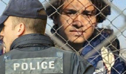 Welt: Έλληνες τραμπούκοι απειλούν παράνομους μετανάστες