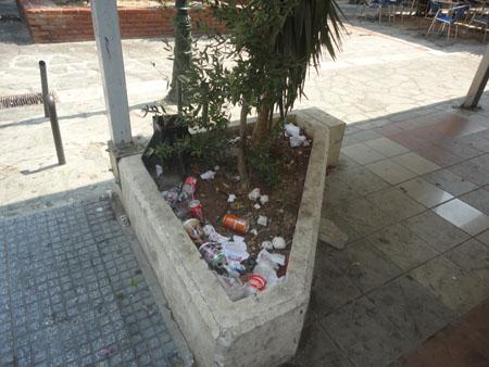 Παρτέρι σκουπιδότοπος