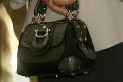Τρίκαλα: Έκλεψε πάνω από 5000 ευρώ από τσάντα.