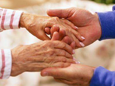 Τριπλάσια τα κρούσματα καρκίνου σε άτομα άνω των 65 ετών