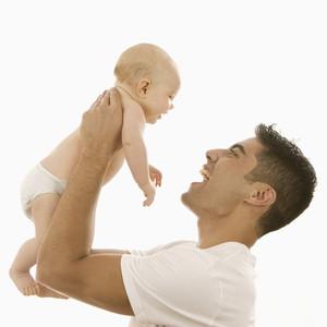 Κρίσιμη η ηλικία του πατέρα για την υγεία του παιδιού