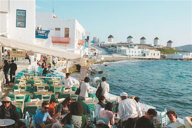«Μαύρος» ένας στους τρεις εργαζόμενους στις τουριστικές περιοχές