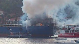 Φωτιά σε εμπορικό καράβι στο λιμάνι της Σκιάθου