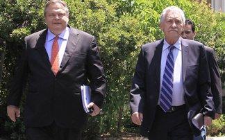 Σύσκεψη αρχηγών ζητά ο Βενιζέλος – Ο Στουρνάρας ενημέρωσε Κουβέλη