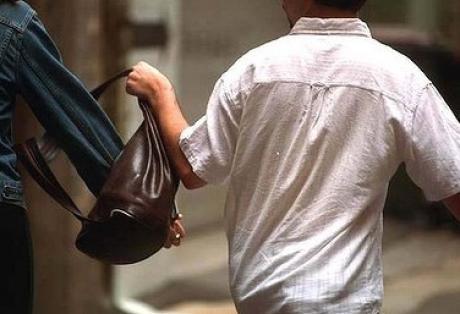 Τρίκαλα: Συνελήφθη 27χρονος τσαντάκιας