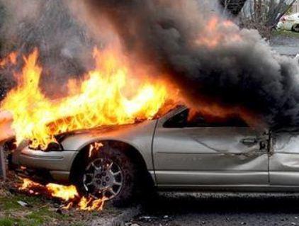 Φωτιά σε IX μετά από τροχαίο