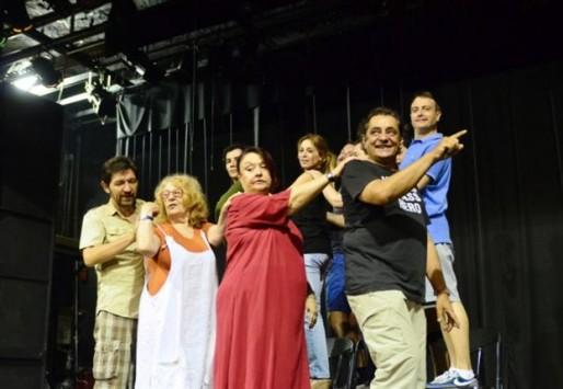 Οκτώ Έλληνες ηθοποιοί τραυματίστηκαν σε τροχαίο στην Κύπρο-Νοσηλεύεται η Χρύσα Ρώπα