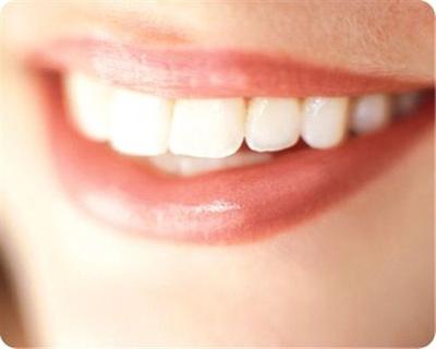 Καινοτόμο υλικό υπόσχεται λευκότερα και πιο υγιή δόντια