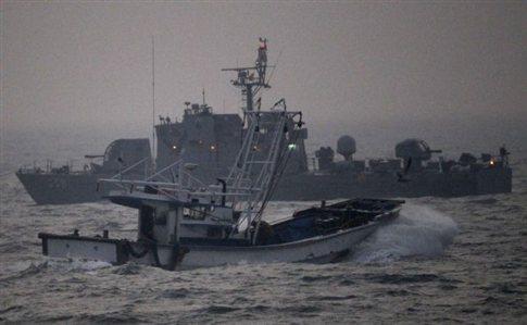 Πυρ άνοιξε το ναυτικό της Νότιας Κορέας σε βορειοκορεατικά αλιευτικά