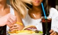Μας απειλεί η «διατροφή της καφετέριας»