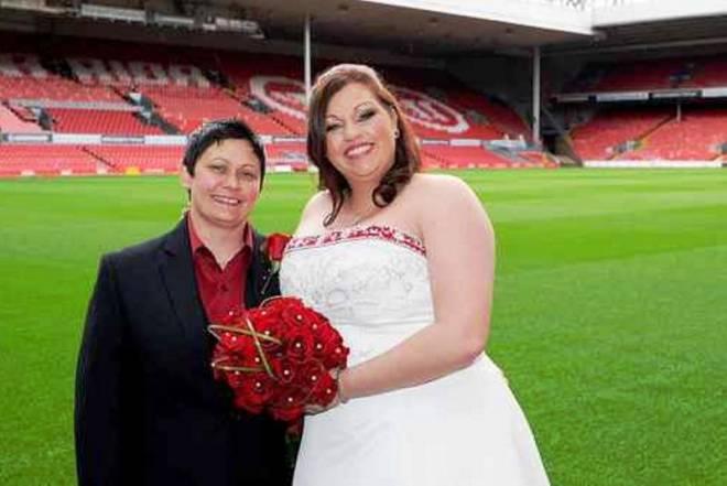 Gay γάμος στο «Άνφιλντ»