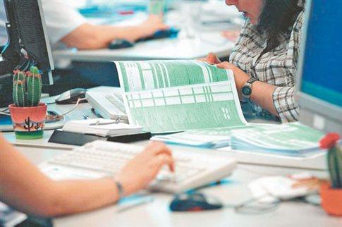 Καταργούνται τα τεκμήρια για μισθωτούς και συνταξιούχους - Αυστηρότερα για επαγγελματίες