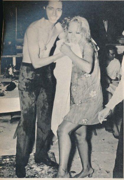 Αλίκη Βουγιουκλάκη: Τα μπουγελώματα με σαμπάνια 44 χρόνια πριν (σπάνιες φωτό)