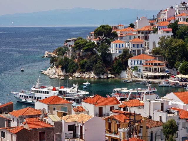 Αλβανοί επενδύουν τις οικονομίες τους