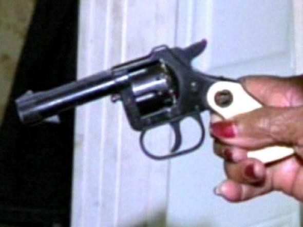 Ζήτησε με …όπλο τις καταθέσεις της!