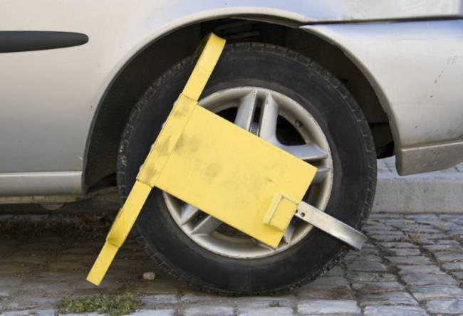 Θεσσαλονίκη: «Δαγκάνες» στα αυτοκίνητα που παρκάρουν παράνομα