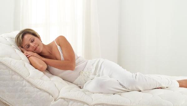 Μάθετε πως να επιλέξετε το κατάλληλο στρώμα για εάν καλό και άνετο ύπνο
