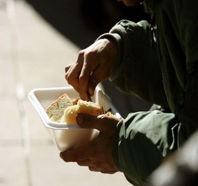 Ζητούν τροφή για τα παιδιά τους…