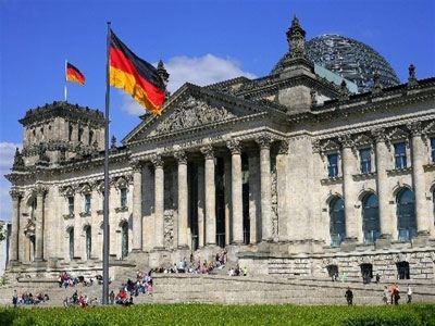 Αυτοκτόνησε μπροστά στο γερμανικό Κοινοβούλιο