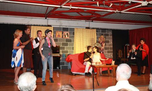 Με επιτυχία η θεατρική παράσταση αλληλεγγύης «Μ(π)αλωμένος Γάμος»