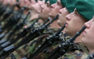 Οι Ελβετοί ετοιμάζουν στρατό για την περίπτωση διάσπασης της Ευρωζώνης