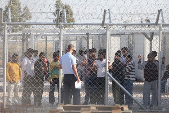 Παρατείνεται νόμιμα η κράτηση αλλοδαπών