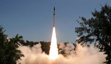 H Iνδία θα αγοράσει από τη Ρωσία οβίδες και πυραύλους