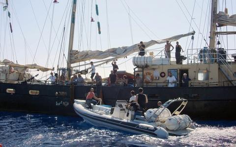 Προς απέλαση οι 17 ακτιβιστές του πλοίου Estelle