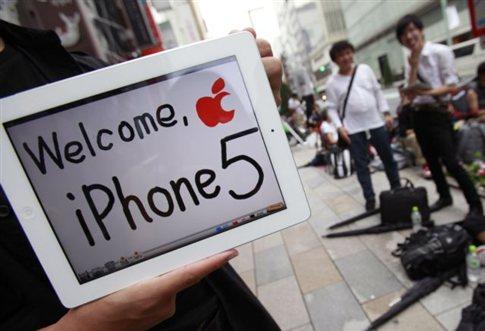 Από τα ξημερώματα στην ουρά του cosmote.gr για το iPhone 5