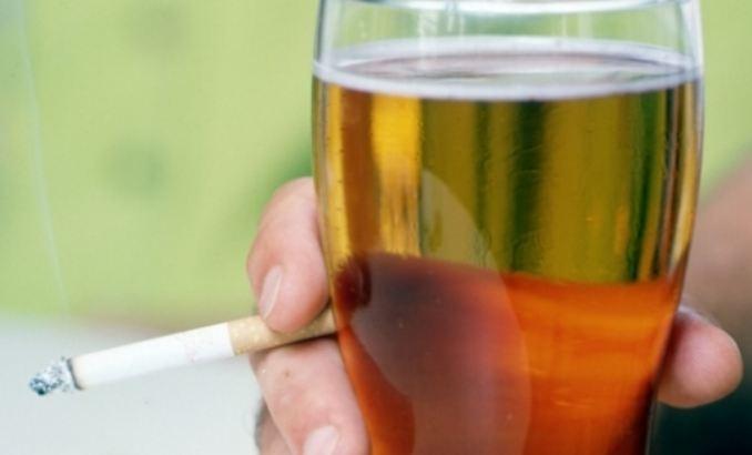 Νέα μέτρα για κάπνισμα και ποτά