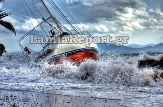 Φθιώτιδα: Η κακοκαιρία έβγαλε σκάφη στη στεριά - ΦΩΤΟ & ΒΙΝΤΕΟ