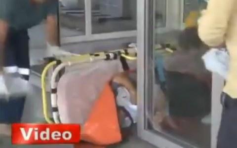 Τουρκία: τραυματιοφορείς έριξαν στο πάτωμα τραυματία (βίντεο)