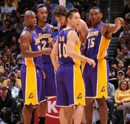 Όλα στραβά για τους Lakers