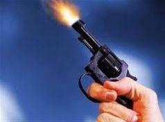 Τα … «έτσουξε» και άρχισε να πυροβολεί